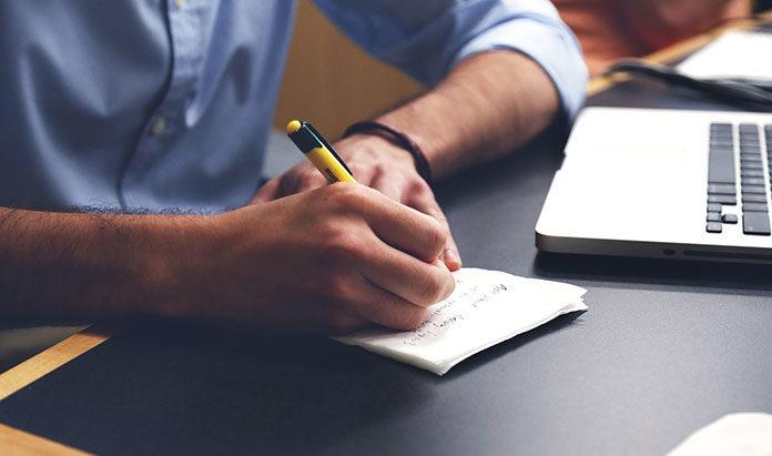 Czy ludzie dalej piszą piórem?