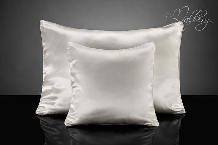 Jedwabna poszewka na poduszkę czy warto?