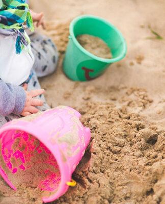 W jakie elementy wyposażyć plac zabaw dla dzieci
